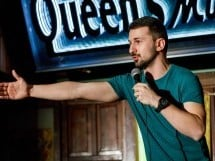 Stand Up Comedy în Queen's Music Pub